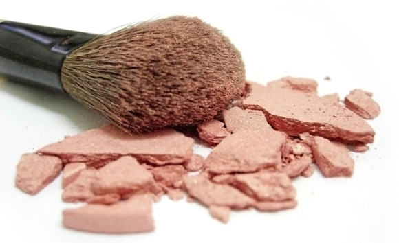broken-blush-and-makeup-brush-1171197