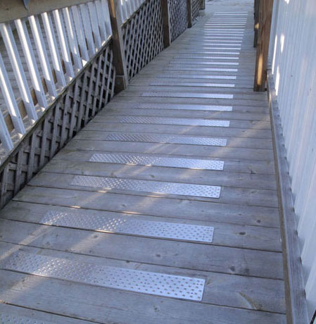 FREE Handi-Ramp 2.75″ x 6″ Non-Slip Stair Tread Sample